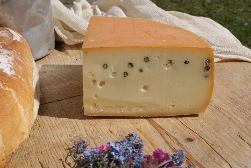 fromage de savoir raclette au poivre la fromagerie duc goninaz. Black Bedroom Furniture Sets. Home Design Ideas